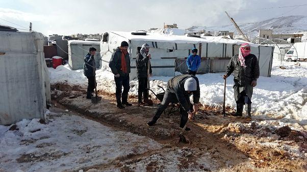 لاجئون سوريون في معسكر في بلدة عرسال في لبنان في صورة بتاريخ التاسع من يناير كانون الثاني 2019. تصوير رويترز.