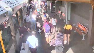 ویدئویی برای هشدار به والدین؛ وقتی کودک به زیر واگن قطار افتاد