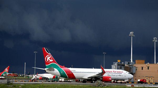 Blinder Passagier stürzt aus Flugzeug und verfehlt Sonnenbader knapp