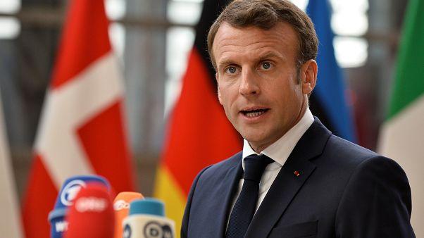 فرنسا تحذر إيران من انتهاك الإتفاق النووي