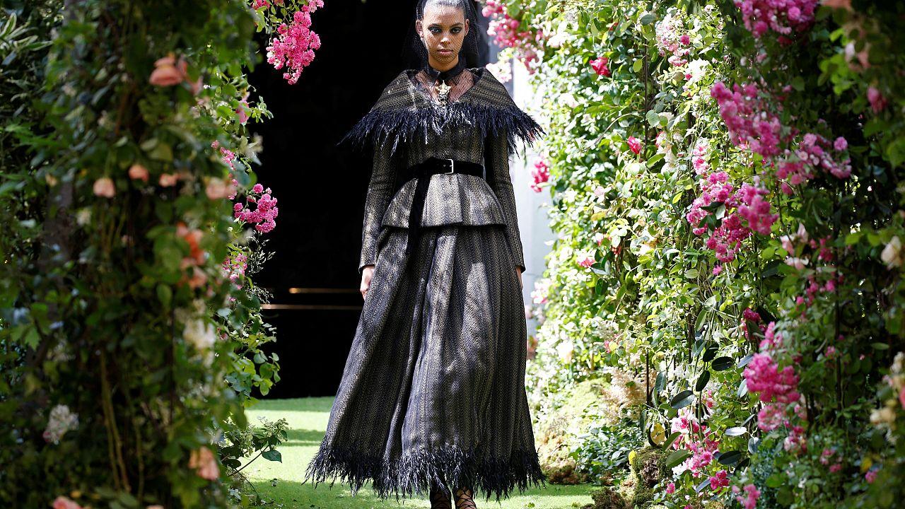 Paris, théâtre de la fashion week et empire de la haute couture