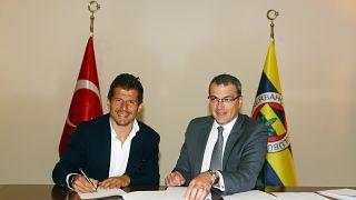Fenerbahçe, eski futbolcusu Emre Belözoğlu (solda) ile sözleşme imzaladı.