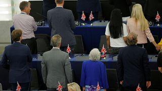 Brexit parlamenterleri Avrupa Birliği Marşı'nı sırtını dönerek protesto etti