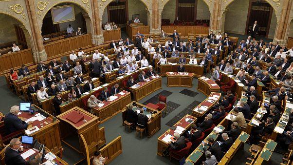 Megszavazták az MTA átalakítását – a magyar tudományosság gyásznapja a mai a DK szerint