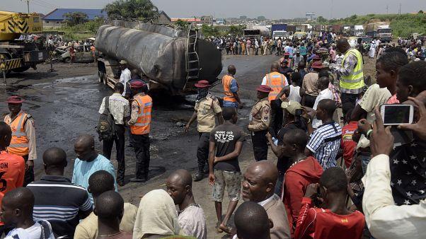 آتش گرفتن تانکر سوخت در نیجریه دستکم ۵۰ کشته برجای گذاشت