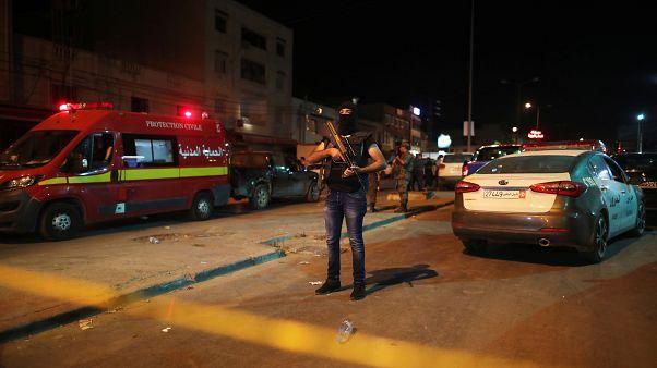 متشدد مطلوب يفجر نفسه بعد أن حاصرته الشرطة في العاصمة التونسية