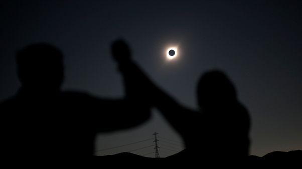 Die besten Bilder der totalen Sonnenfinsternis