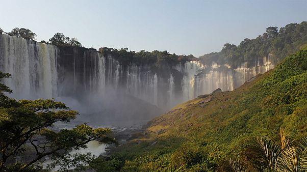 گردشگری در میان نمادهای آنگولا؛ آبشار ۱۰۵ متری و گوزن سیاه آفریقایی