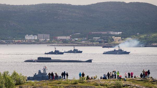 Orosz tengeralattjáró: minden információ titkosítva van