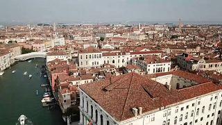 Alberghi galleggianti abusivi a Venezia