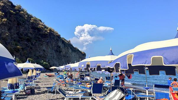 Italy volcano: eruption on island of Stromboli, evacuations begin