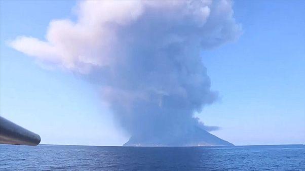 بركان جزيرة سترومبولي الإيطالية