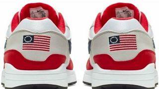 الحذاء الرياضي نايك الذي يحمل العلم الامريكي القديم