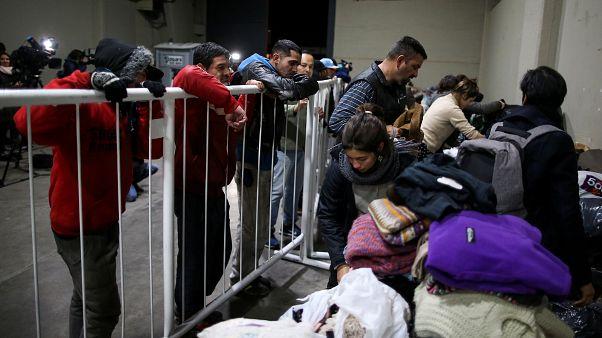 شاهد: ملعب نادي ريفر بليت الأرجنتيتي ملاذ المشردين من برد الشتاء