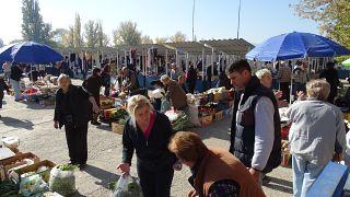 أسواق كوسوفو تعود إلى الحياة بعد إضراب لمدة يومين احتجاجا على فرض ضرائب باهظة