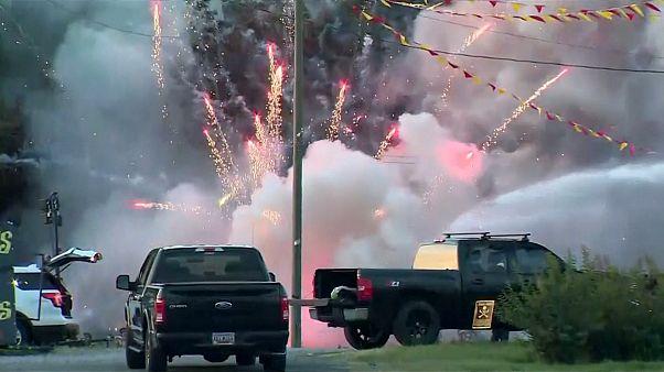 آتشسوزی در فروشگاه محصولات آتشبازی در آمریکا