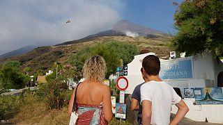 Туристы покидают Стромболи