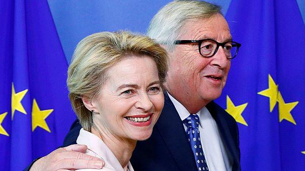 جان كلود يونكر رئيس المفوضية الأوروبية ووزيرة الدفاع الألمانية أورسولا فان دير لاين المرشحة لخلافته