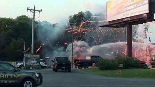 فيديو: حريق بمتجر للألعاب النارية أثناء التحضيرات لعيد الاستقلال الأمريكي