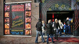نخستین زن شهردار آمستردام محله روسپیان را ساماندهی میکند