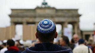 ۴۵ درصد جوانان یهودی اروپا از حضور در جامعه با لباس و نماد مذهبی میترسند
