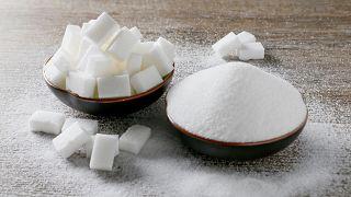 حببيات ومكعبات السكر في صورة توضيحية. كانون الأول 2018