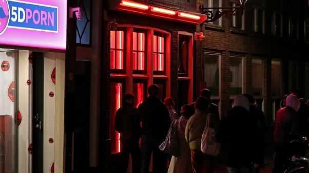 Τέλος στα «κόκκινα φανάρια» του Άμστερνταμ