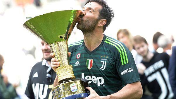 L'ultimo trionfo, finora, di Buffon con la Juve. (Torino, 18.5.2018).