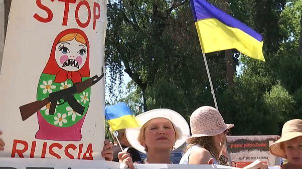 Tüntetők várták Putyint Olaszországban
