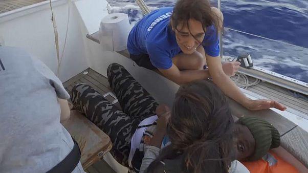 Διάσωση 54 μεταναστών στη Μεσογείο