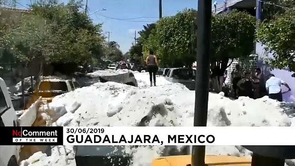 В Японии - оползни, в Мексике - град