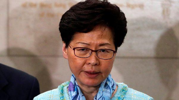 كاري لام الرئيسة التنفيذية لهونج كونج تتحدث إلى وسائل إعلام في هونج كونج يوم 2 يوليو تموز 2019