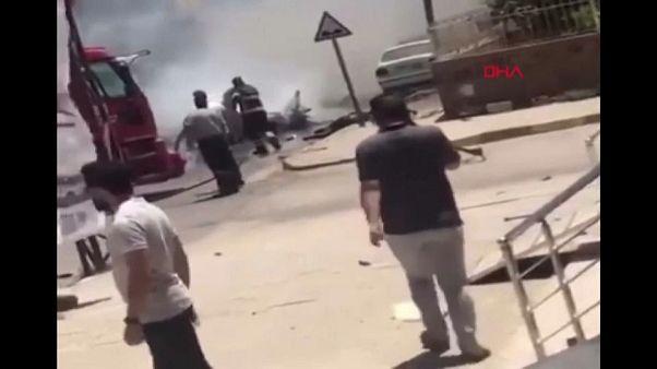 مقتل 3 أشخاص في انفجار سيارة بالريحانية جنوب تركيا قرب الحدود السورية
