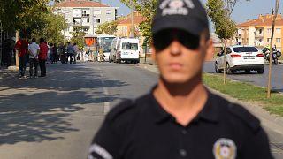 Explosão de carro faz três mortos na Turquia