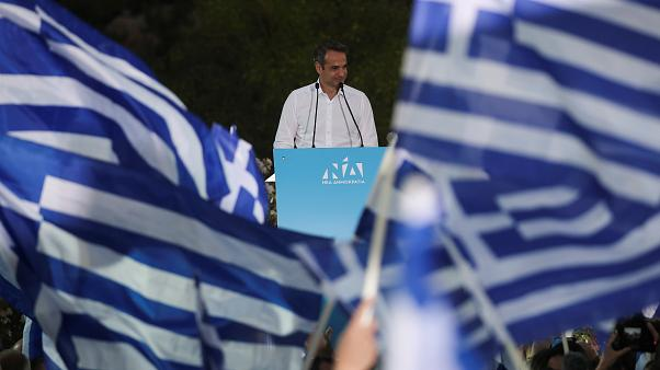 Yunanistan erken seçimleri: Kamuoyu yoklamaları Miçotakis'i açık ara favori gösteriyor