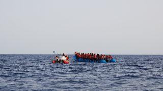 أحد قوارب اللاجئين غير الشرعيين