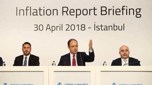 TCMB Başkanı Murat Çetinkaya (ortada)Merkez Bankası Başkan Yardımcısı Erkan Kilimci (solda), Merkez Bankası Başkan Yardımcısı Murat Uysal (sağda)