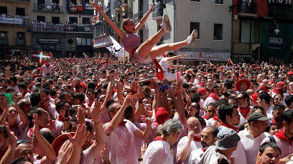 شاهد: انطلاق مهرجان سان فيرمين للثيران في إسبانيا