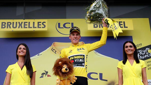 Holandês Mike Teunissen vence 1ª etapa do Tour