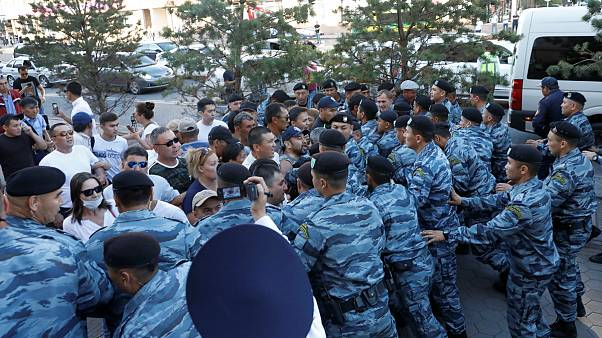 تظاهرات مخالفان در شهرهای قزاقستان؛ پلیس دهها نفر را بازداشت کرد