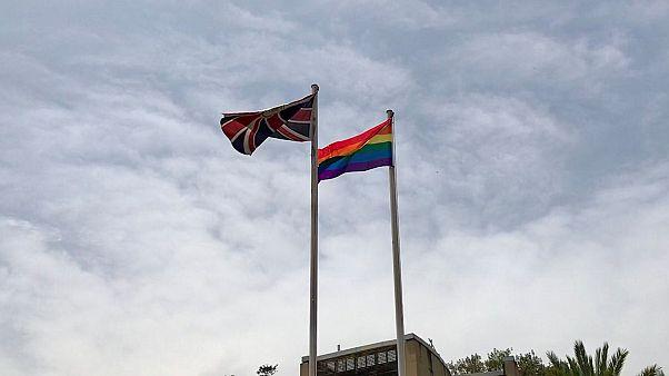 صورة علم المثلية الجنسية من داخل السفارة