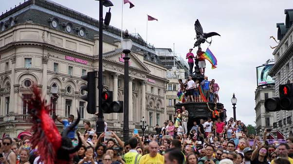Marchas do orgulho gay percorrem Europa