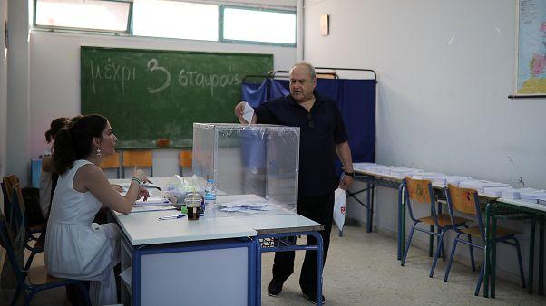 Yunanistan'da halk, erken genel seçim için sandık başında