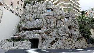 """شاهد: فيلا """"صديقة للبيئة"""" داخل صخرة في موناكو"""