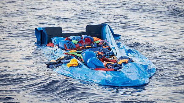 انتشال 14 جثة لمهاجرين أفارقة غرقوا قبالة سواحل تونس