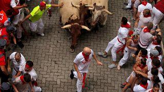 شاهد: جرحى خلال سباق سان فيرمين للثيران في إسبانيا