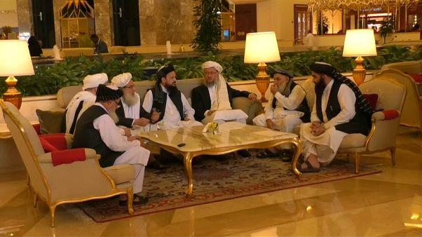 طالبان تشارك في محادثات للسلام في الدوحة وتقتل في غزنة