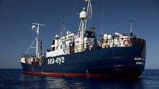 Migrantes do navio humanitário Alan Kurdi transferidos em  Malta