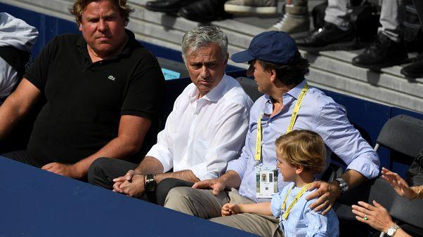مورينيو خلال حضورة إحدى مباريات كرة المضرب في لندن