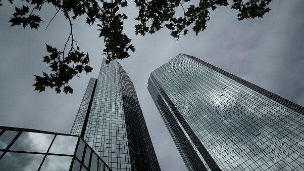 Elbocsátja 18 ezer dolgozóját a Deutsche Bank
